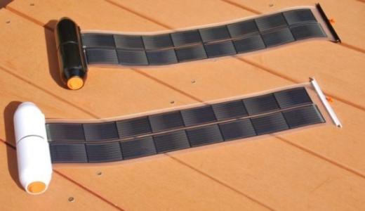 巻けるソーラーパネルのモバイルバッテリーがおすすめ!小型で持ち運べるロールソーラーチャージャー