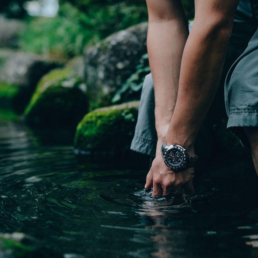 軽量で耐久性のある時計
