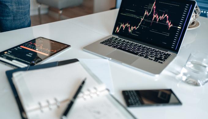 株やFX初心者におすすめのノートパソコン10選。取引スタイルに合わせたPCを紹介